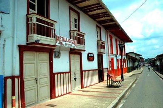 Hostal la Casona: Front of Hostel