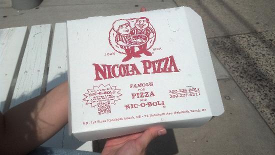 Nicola Pizza On the Avenue: pizza box