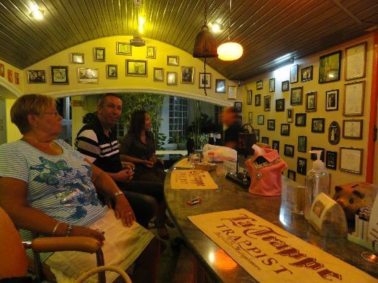 Villa Oranje: de bar
