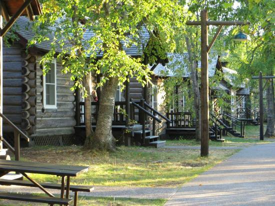 Lake McDonald Lodge: Cabin Row