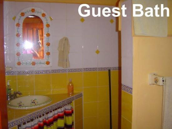 Santa Fe Bed and Breakfast: Guest Bath