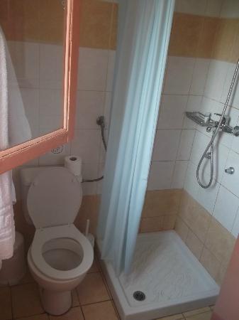 Noufara City Hotel: The bathroom