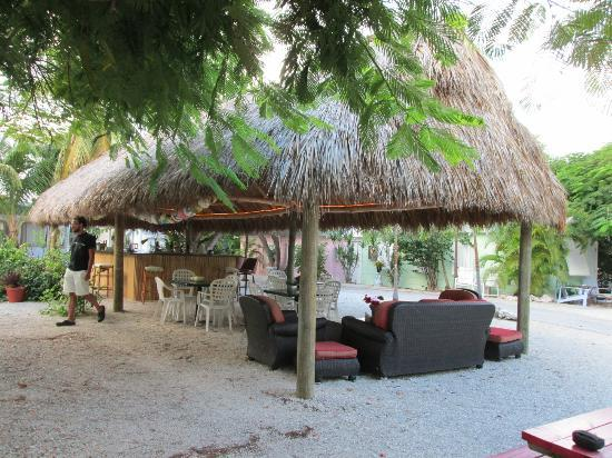 Tropical Cottages: Tiki Bar-best place for drinks and good converstaions