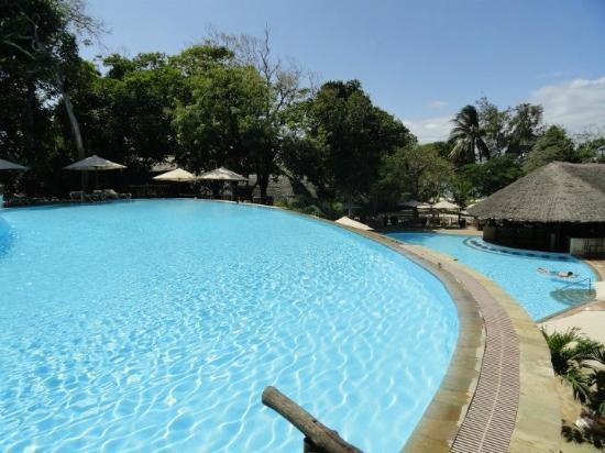 Baobab Beach Resort & Spa: Maradadi three tiered pool