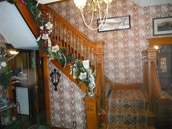 Benner House Bed and Breakfast: Stairwell