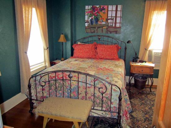 Gallagher's Irish Rose B&B: Emerald Room