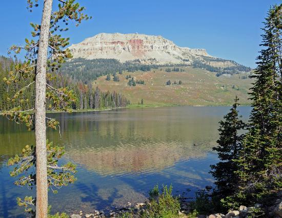 Gallagher's Irish Rose B&B: Beartooth Lake along the Beartooth Highway