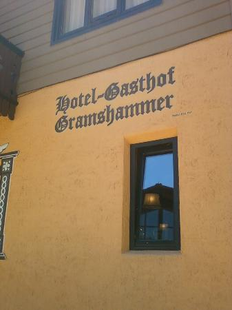 ‪هوتل غاستهوف جرامشامر: Gasthof Gramshammer Side Entrance on Bridge Street