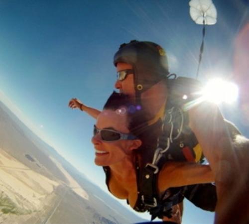 Vegas Extreme Skydiving : bikini lady skydiving tandem jump