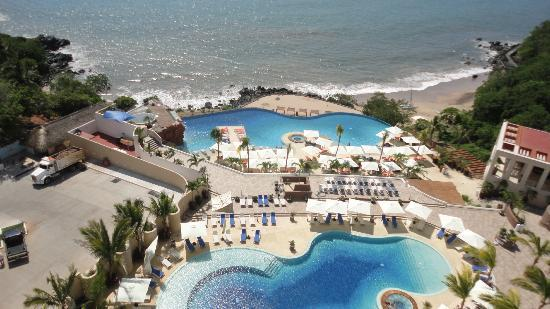 Azul Ixtapa Beach Resort & Convention Center: playa y alberca
