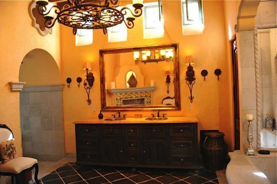Hacienda del Lago Boutique Hotel: Bathroom of The Master Suite