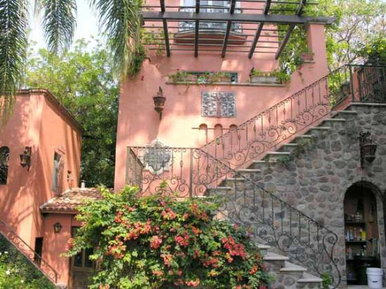 Hacienda del Lago Boutique Hotel: Stairs going up to the Tower Suite