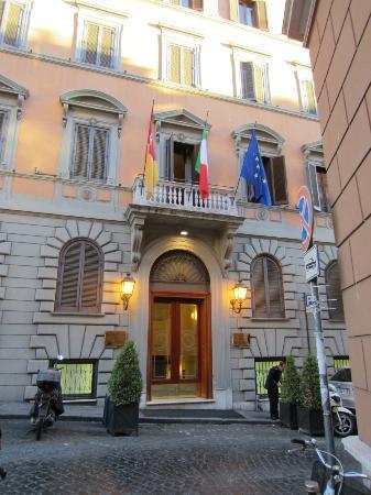Barberini Hotel: Fachada