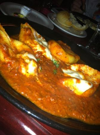 Victoria's Restaurant and Wine Bar: stuffed shells. huge portion