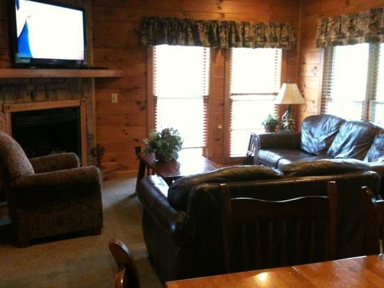 Gatlinburg Falls Resort: one living area