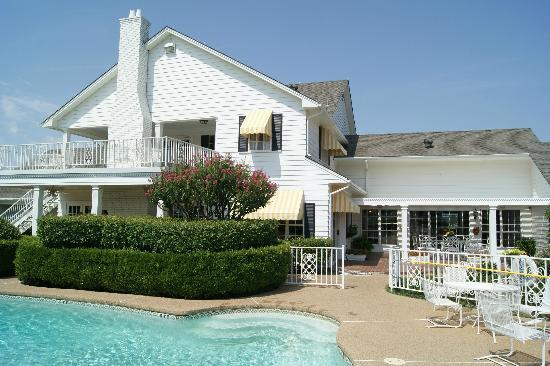 Southfork ranch picture of southfork ranch parker for Pool show dallas