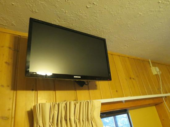 Alpine Motel: Modern TV with Direct TV