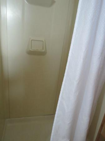 Alpine Motel: Clean Shower