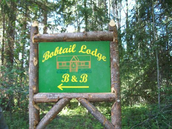 Bobtail Lodge Bed & Breakfast : Our sign on Bobtail Road