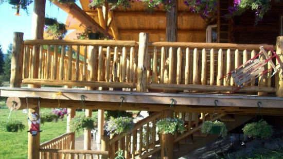 Bobtail Lodge Bed & Breakfast : Our deck overlooking Bobtail Creek