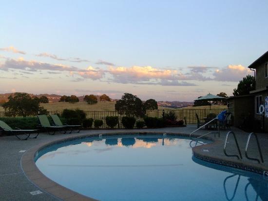 Shenandoah Inn: Poolside
