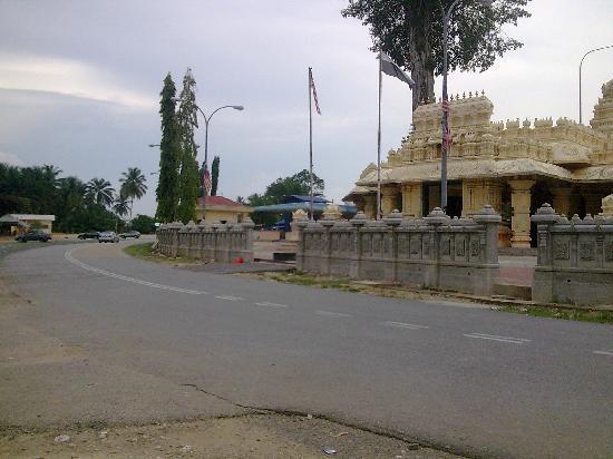 Maran District, ماليزيا: Marathandavar temple 