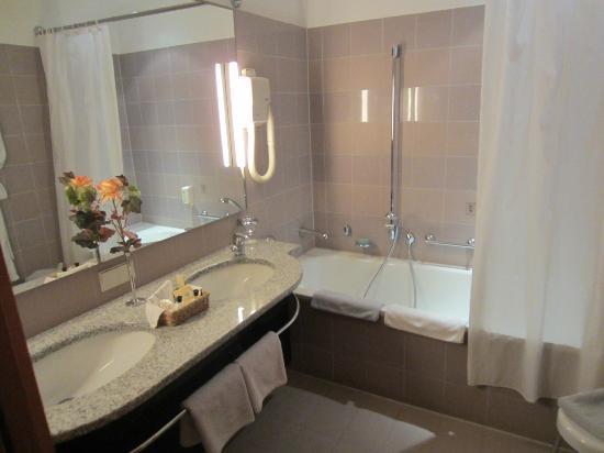Hotel Jagdschloss Kranichstein: Bathroom