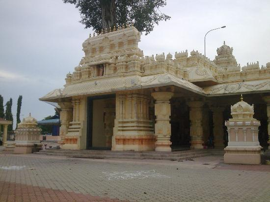 Maran District, Malajsie: Marathandavar temple main entrance..