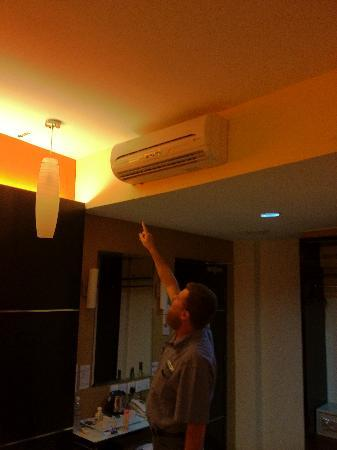 Imperial Boutec Hotel: air con water leak every where