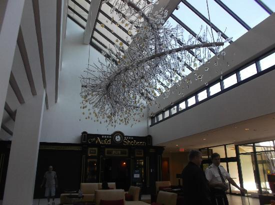 Hanover Marriott: Art in lobby