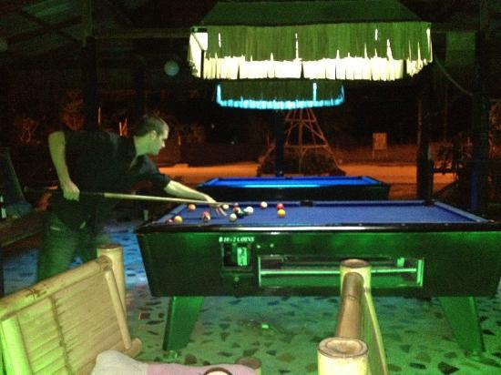 My Friend's Bar: Shooting some pool