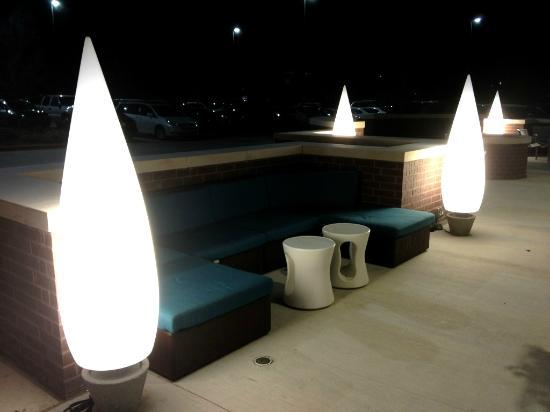 SpringHill Suites Dallas Richardson/Plano: Innovative candle-flame lights provide nighttime illumination for the front patio.