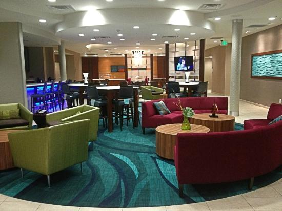 SpringHill Suites Dallas Richardson/Plano: View of the lobby looking toward the breakfast area.