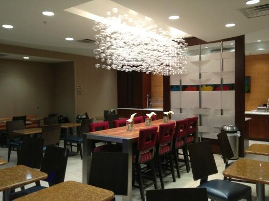 SpringHill Suites Dallas Richardson/Plano: Breakfast table.