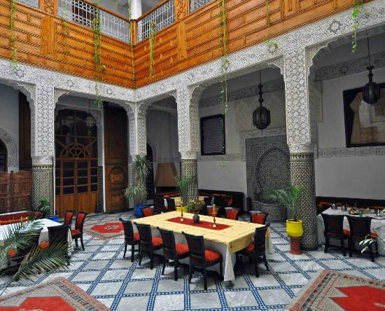 Riad Dar Dmana: View of courtyard.