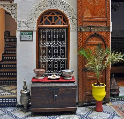 Riad Dar Dmana: Another detail from the main courtyard on first floor.