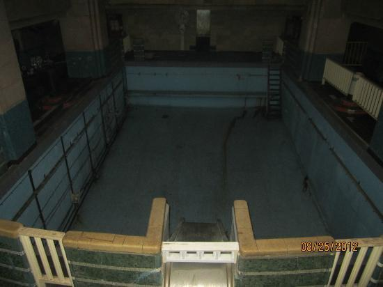 Indoor pool picture of the queen mary long beach - Queen mary swimming pool victoria ...