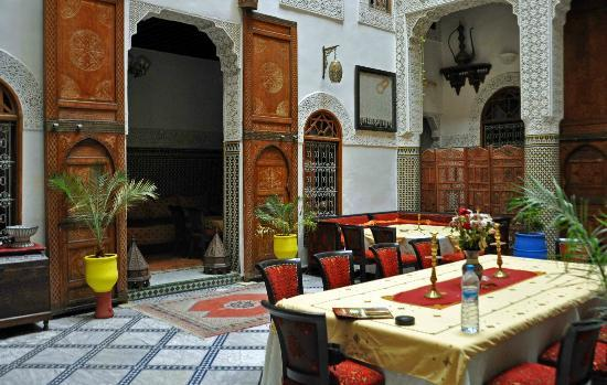 Riad Dar Dmana: Another view of main floor.