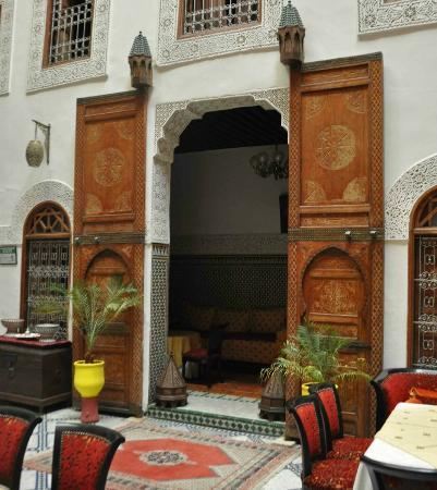 Riad Dar Dmana: Doors were old and and painted. Moroccan!