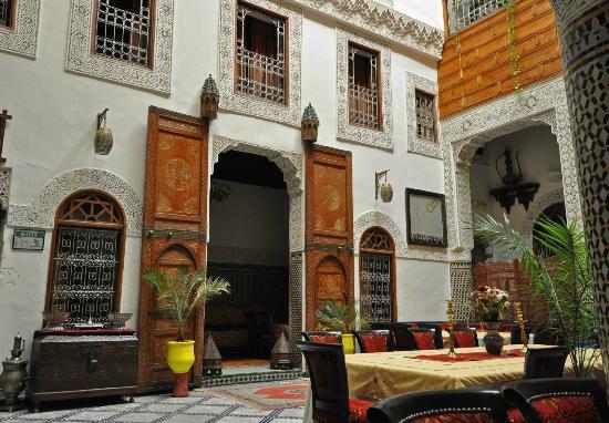 Riad Dar Dmana: Beautiful courtyard. Detail was stunning!