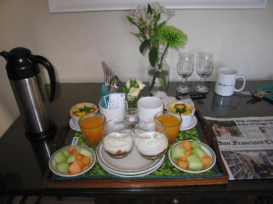 Glendeven Inn Mendocino: Breakfast delivered to room