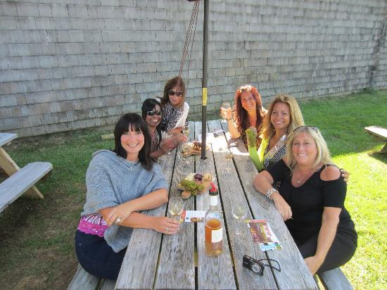 Sannino Bella Vita Vineyard: Happy group of ladies