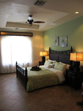 Grand Caribe Belize Resort and Condominiums: Master bedroom