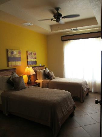 Grand Caribe Belize Resort and Condominiums: Guest room