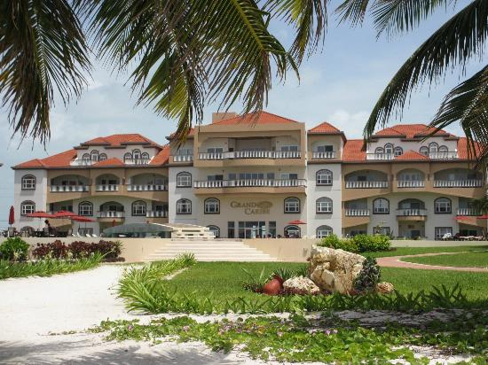 Grand Caribe Belize Resort and Condominiums: View of the hotel from the beach