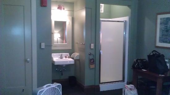 McMenamins Grand Lodge: shower/sink