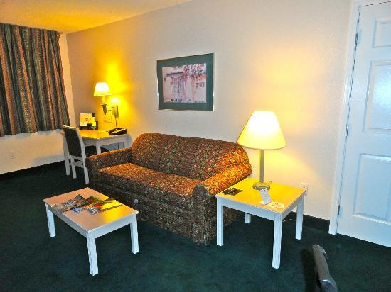 Homewood Suites by Hilton Tucson/St. Philip's Plaza University : Living room area