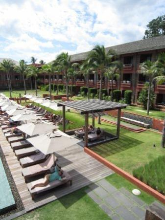 Hansar Samui Resort: Pool area