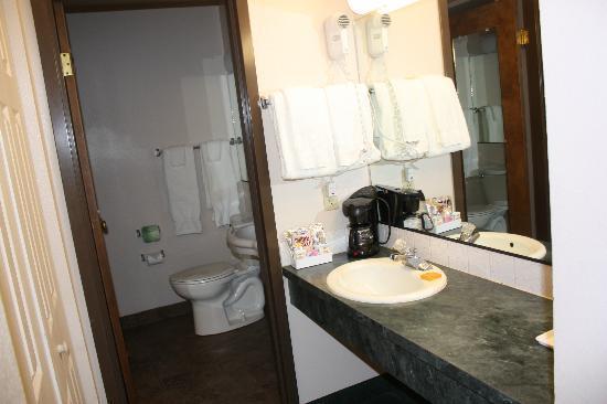 La Quinta Inn Sandpoint: clean bathroom