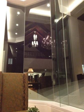 Villa Ibarra: lobby still